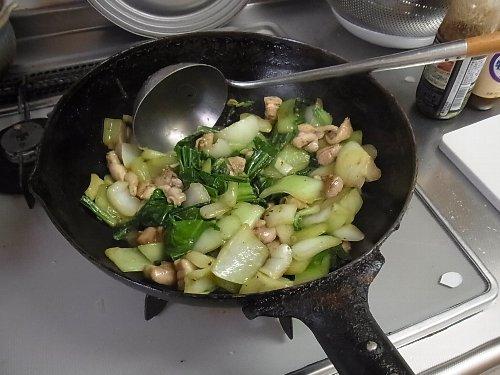 鶏肉とチンゲンサイのオイスターソース炒め