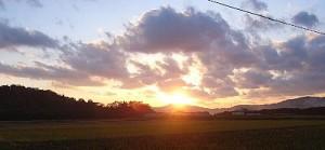 美しい農村の夕焼け