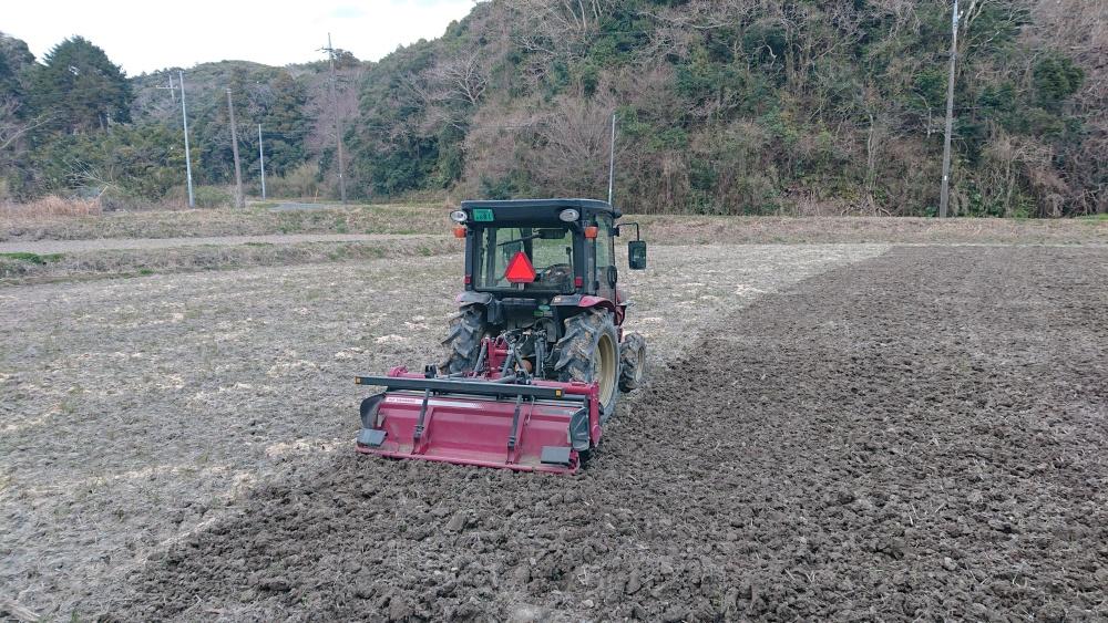 田んぼを耕します